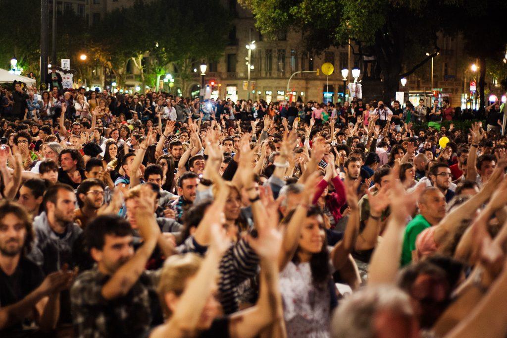 """12M15M Manifestació i assamblea inicial de la celebració del primer aniversari del moviment 15M. Molts ciutadans """"indignats"""" van recòrrer el centre de Barcelona de manera pacifica. 12/05/2012 Barcelona. Fotografia de Victor Parreño Vidiella."""